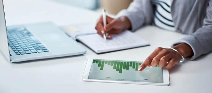 2. Separe e controle seus gastos fixos e variáveis